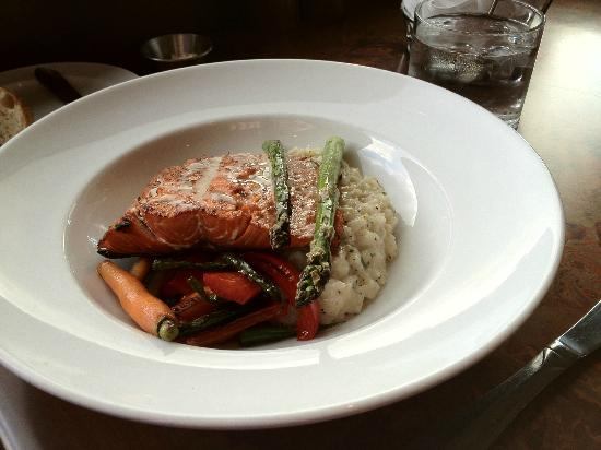 Horizons Restaurant: Grilled salmon with lemon risotto