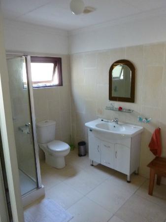 Augerine Guest House: Badezimmer