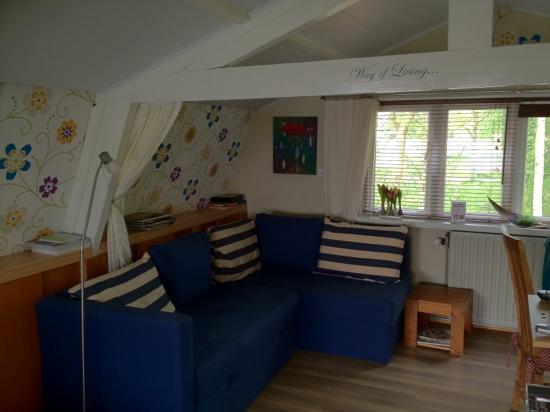 Bed & Breakfast InndeBerm : cottage sofa