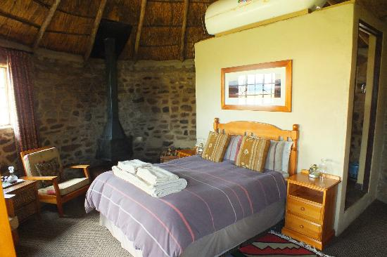 Sani Mountain Lodge : Inside a rondavel