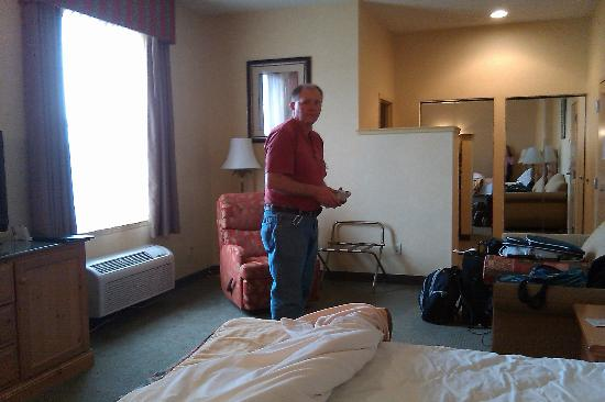 Best Western Plus Revere Inn & Suites: Large comfortable room at the end of the hall