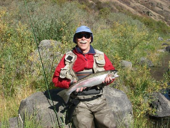 Winding Waters River Expeditions & Day Tours: Steelhead on Grand Ronde