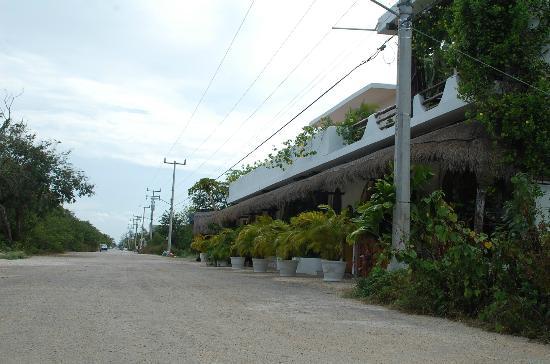 Posada Yum Kin: Front view/street view