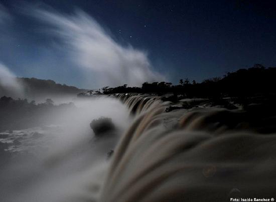 Full Moon Walk at Iguazu Falls: Luna Llena en Garganta del Diablo