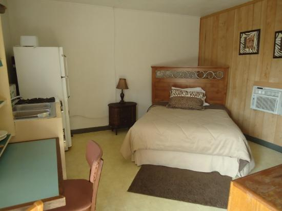 Kirby, AR: room