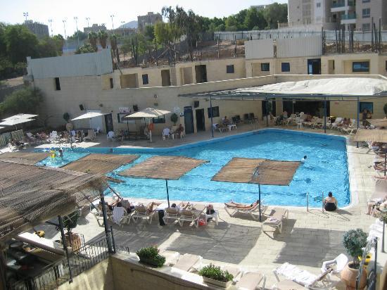 Rimonim Central Park Eilat : Pool set fra værelse