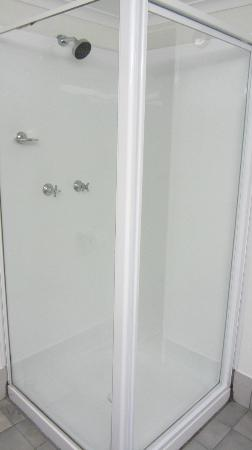 Lord Byron Resort: The shower