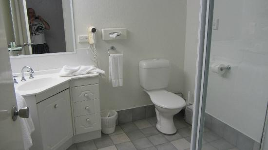 Lord Byron Resort: Bathroom...or Toilet as they say :)