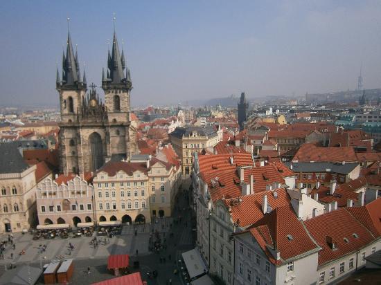 Prague, Czech Republic: los techos vistos desde el reloj astronomico, bello