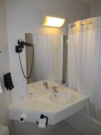 Hotel Corsendonk Viane bathroom