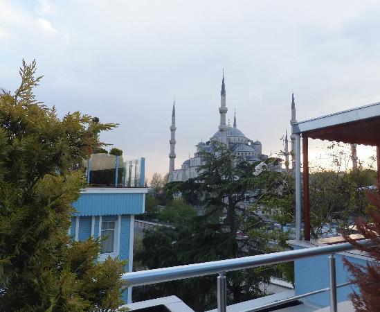 Aristocrat Hotel: La Moschea Blu vista dalla terrazza dell'Hotel
