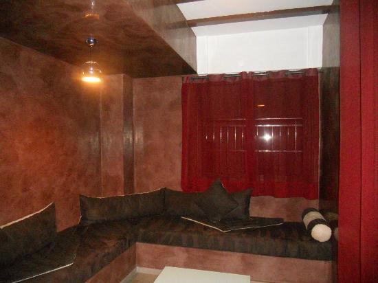 Dellarosa Hotel Suites & Spa: Sitting area on each floor
