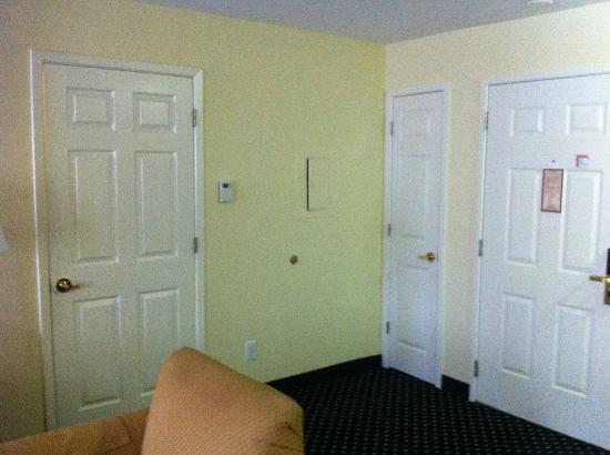 Residence Inn Arlington: Front Door, small closet, and a bedroom door