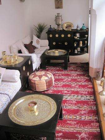 Riad Slawi: sitting area next to a bedroom