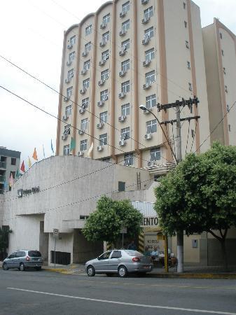 Divinopolis: Fachada do hotel - Foto, se não me engano, de Patrícia Rodrigues/PMD