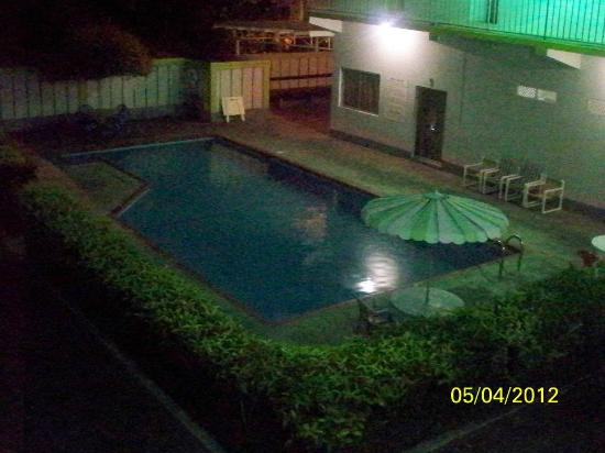 Cocrico Inn: Pool in the evening