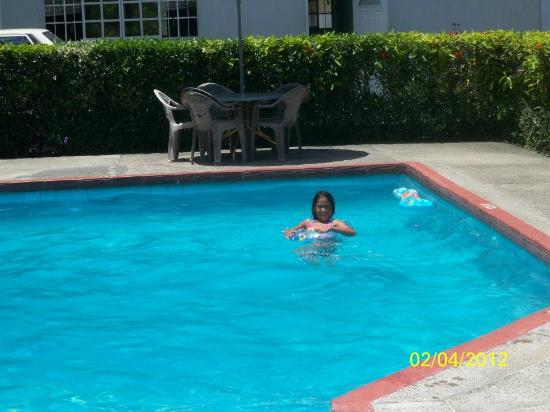 Cocrico Inn : Enjoying the pool