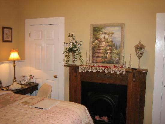 Sweet Gum Bottom Bed and Breakfast: Bethany Dawn Suite