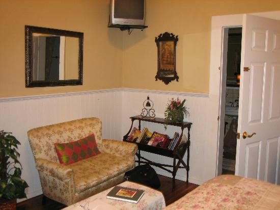 Sweet Gum Bottom Bed & Breakfast : Bethany Dawn Suite