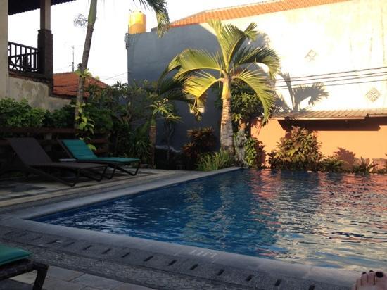 Bali Ayu Hotel: pool