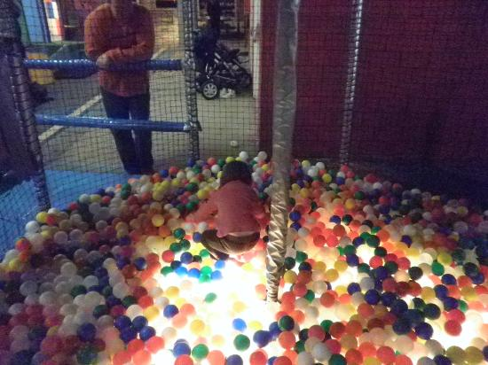 TunFun Speelpark: Ball pit for the young ones