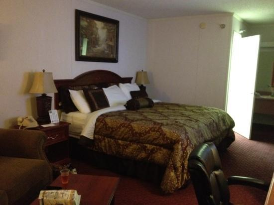 Branson Yellow Rose Inn and Suites: King Suite room