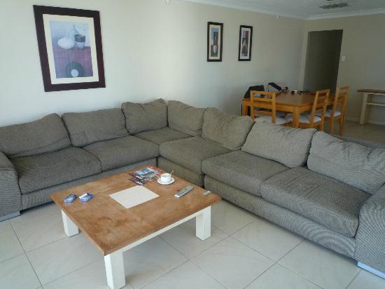 Hi Surf Beachfront Resort Apartments: Living Room