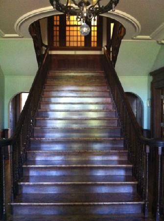 Kennedy Mansion: Front Stairs