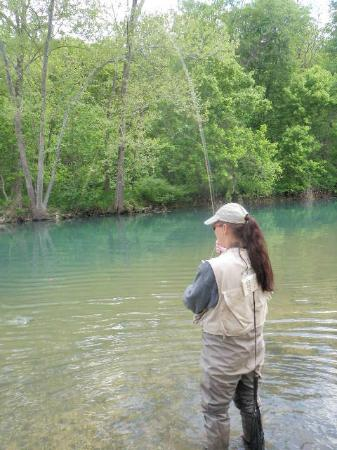 Larry's Cedar Resort: Fishing at the low water bridge