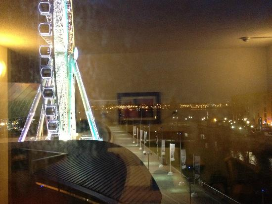 Jurys Inn Liverpool: night view from inside the room looking left