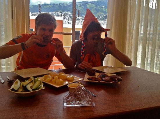 Community Hostel: Celebrating Queens day the Ecuadorian way!