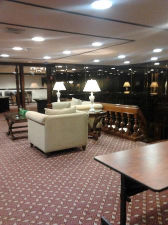 Sheraton Ambassador Hotel : Un pequeno lobby del 2do piso