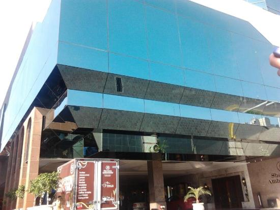 Sheraton Ambassador Hotel : El frente del hotel