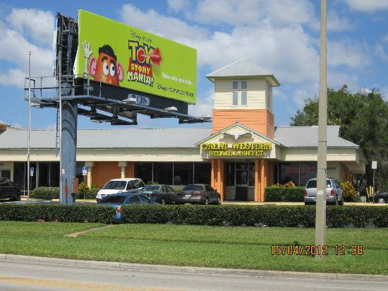 Floridian Express: Restaurante ao lado do hotel