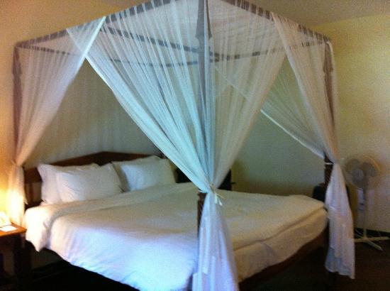Safari Park Hotel: Bed