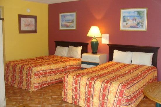 Sevilla Inn: Bigger Room