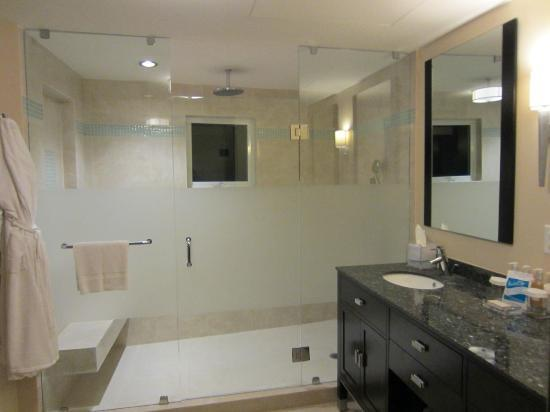 Ocean Two Resort & Residences: 2nd Bathroom
