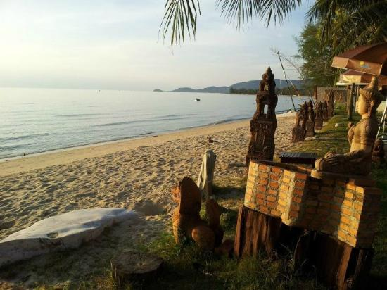 Rajapruek Samui Resort: View of the beachside