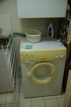 Silverton Holiday Apartments: 2nd Apt. Washing With Fun