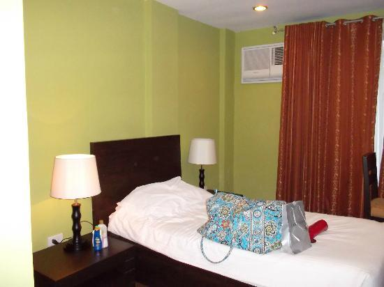 Home Crest Hotel: Twin Bed in Home Crest