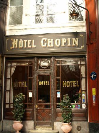Hotel Chopin: パッサージュに面しtらエントランス