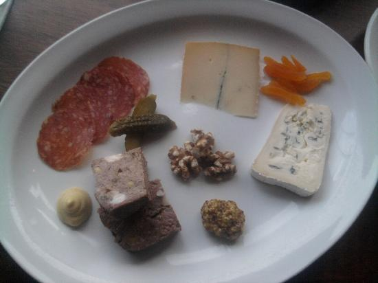 Les Faux Bourgeois : Cheese and charcuterie