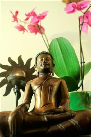 B&B Barangay: Buddhas & Orchids Everywhere