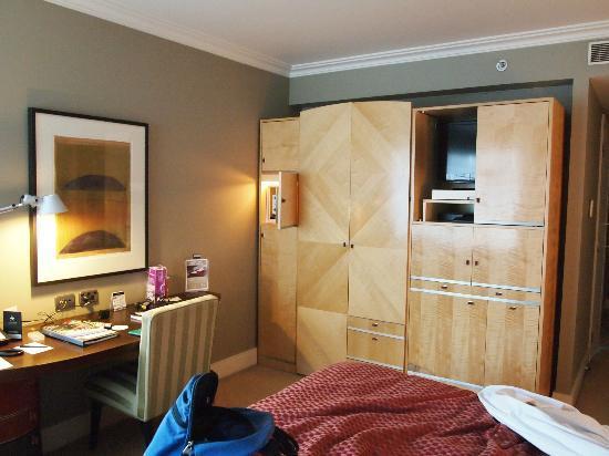 โรงแรมอโมร่า แจมิสัน: Our room very art deco