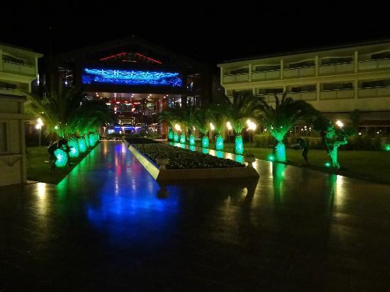 Hilton Dalaman Sarigerme Resort & Spa: Grounds by night