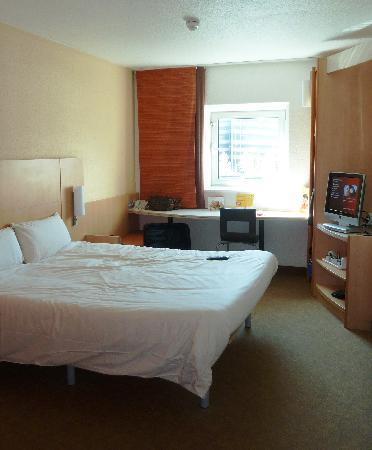 Room at Ibis Cardiff City Centre