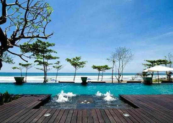 Anantara Seminyak Bali Resort: restaurant view of beach