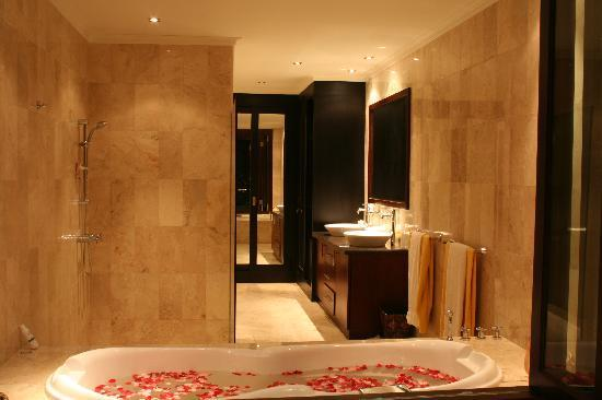 Lalang Temu Villas: bathroom