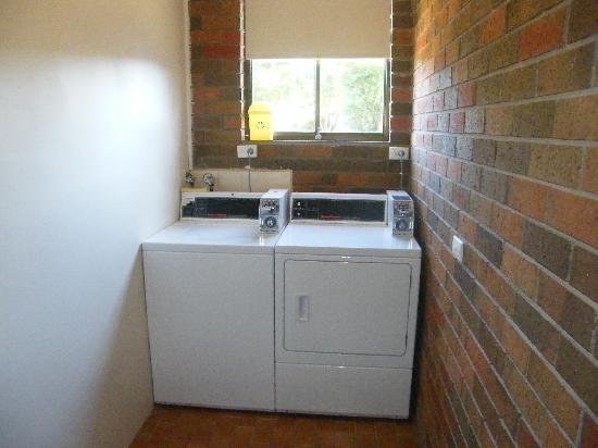 Boomers Guest House: Coin Operated Laundry