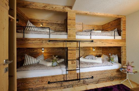 kinderzimmer mit stockbetten bild von luxuslodge zeit. Black Bedroom Furniture Sets. Home Design Ideas